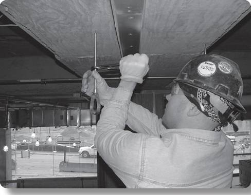 worker using quick threating lock nut